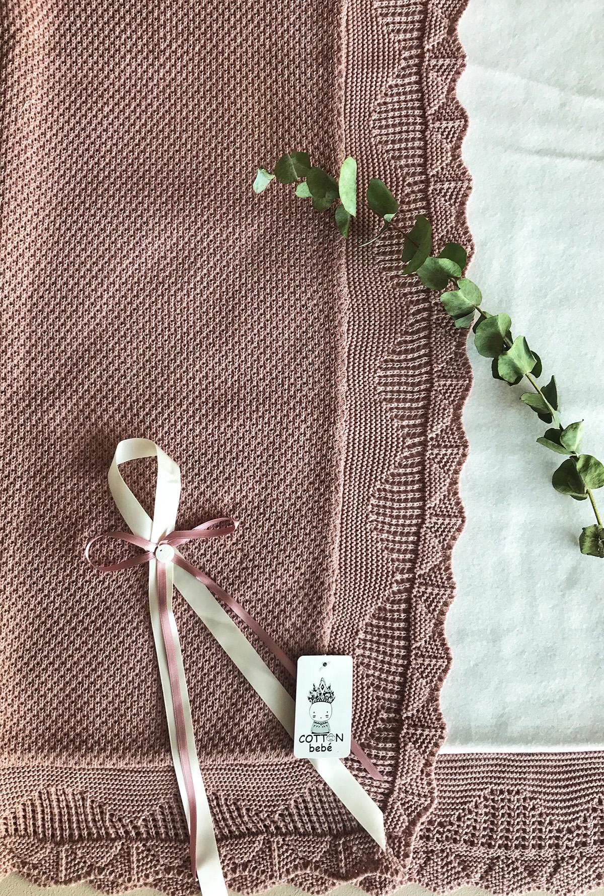 """Complementos tienda online Cotton Bebé. mantitas de bebe. """"Cotton-bebe"""". manta de bebe. manta de bebe en punto de arroz. pontos de arroz. mantade punto y forro polar. manta en color gris. manta en color rosa"""